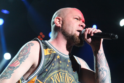 Power-Paket - Five Finger Death Punch & Papa Roach zerlegen die Jahrhunderthalle in Frankfurt