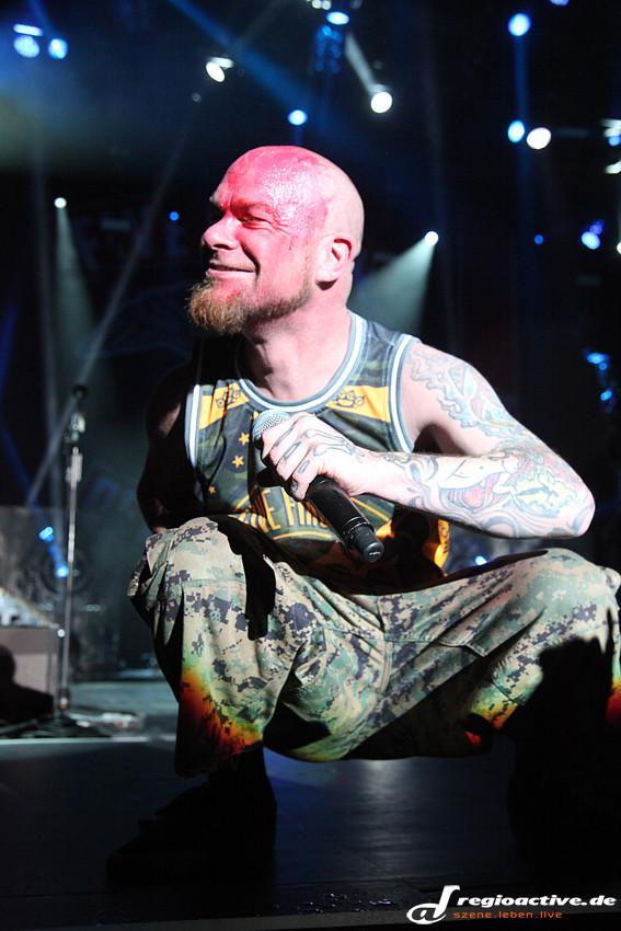 Five Finger Death Punch & Papa Roach (Live in Frankfurt, 2015)